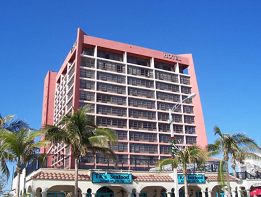 Oceanfront Hotel / Courtyard by Marriott